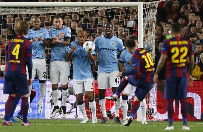 Barcelona của Messi (10) đang là nỗi ám ảnh lớn nhất với Man City.Ảnh: REUTERS