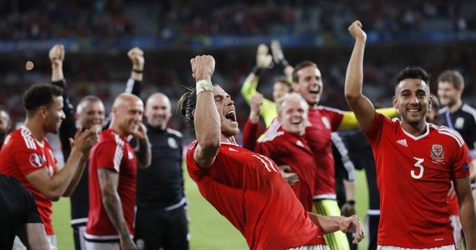 Bale (11) và Xứ Wales chơi trận hay nhất kể từ đầu giải sau khi lội ngược dòng đánh bại BỉẢnh: REUTERS