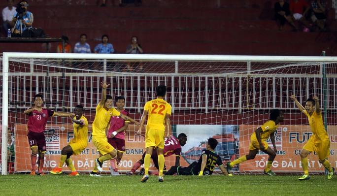Đội Hải Phòng sau bàn gỡ 3-3 trước chủ nhà Sài Gòn tối 17-7Ảnh: Quang Liêm