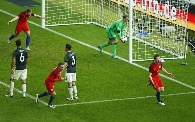 Dier, một trong những tuyển thủ trẻ đến từ CLB Tottenham, sau pha lập công giúp Anh lội ngược dòng thắng Đức 3-2Ảnh: REUTERs