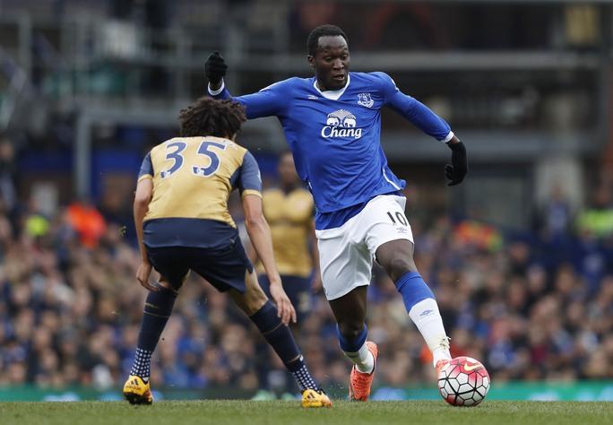 Lukaku (phải) đang là điểm tựa cho Everton Ảnh: REUTERS