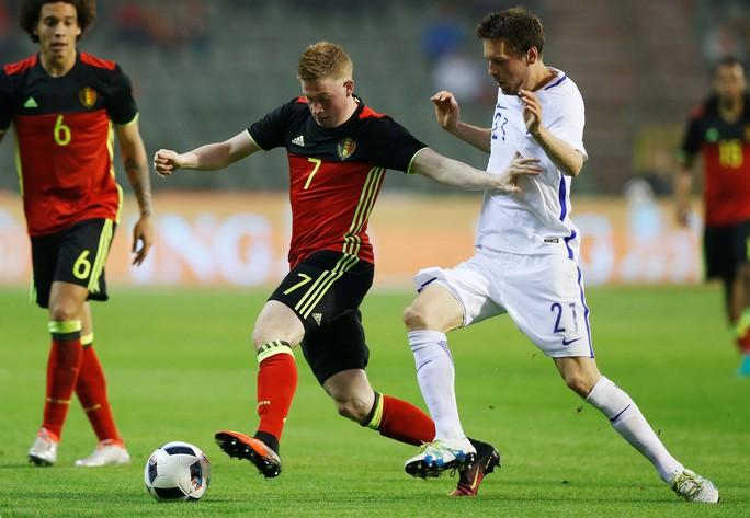 De Bruyne (7) dần chứng tỏ thích hợp ở vị trí tiền vệ kiến thiết trong đội hình tuyển BỉẢnh: REUTERS