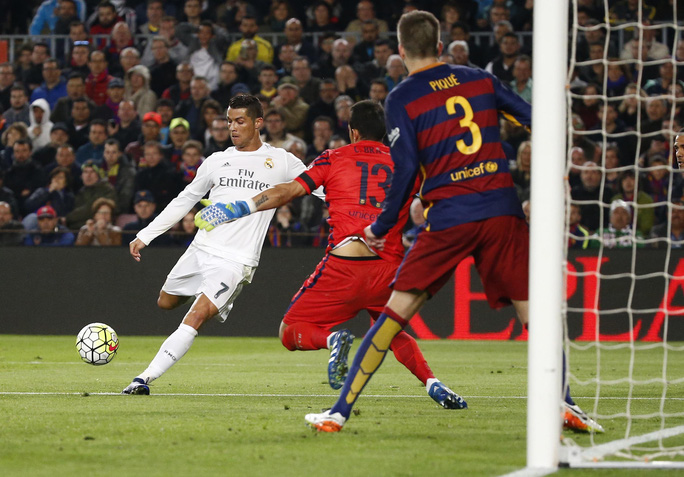 Ronaldo ghi bàn quyết định, nhấn chìm tham vọng Barcelona - Ảnh: REUTERS