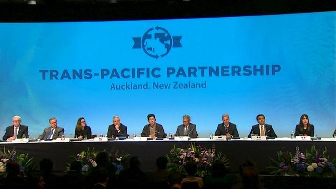 Các bộ trưởng tham gia lễ ký kết để xác thực lời văn TPP ngày 4-2 Ảnh: Reuters