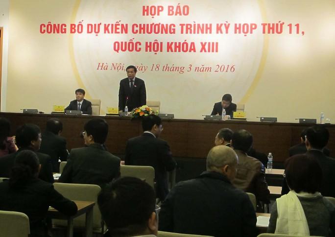 Ông Nguyễn Hạnh Phúc (đứng) - Tổng Thư ký Quốc hội, Chủ nhiệm Văn phòng Quốc hội - chủ trì buổi họp báo