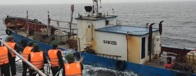 Tình hình phức tạp ở biển Đông đang là một thách thức. Trong ảnh: Một tàu Trung Quốc xâm phạm chủ quyền biển Việt Nam bị lực lượng chức năng bắt giữ hôm 31-3Ảnh: Trọng Đức