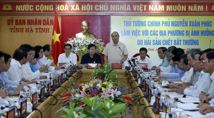 Thủ tướng Nguyễn Xuân Phúc chỉ đạo điều tra, xử lý nghiêm vụ cá chết trong cuộc họp vào chiều 1-5 tại Hà TĩnhẢnh: TTXVN