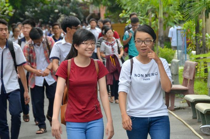 Thí sinh thi THPT quốc gia 2016 tại TP HCM Ảnh: Tấn Thạnh
