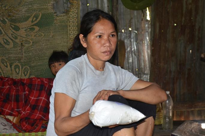 Chị Hồ Thị Nhân, 1 trong 3 người bị nôn sau khi ăn cơm nấu từ gạo hỗ trợ