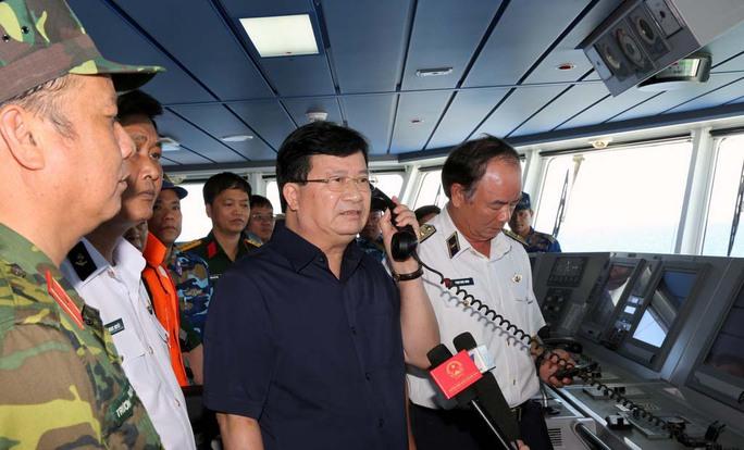 Phó Thủ tướng Trịnh Đình Dũng chỉ đạo khẩn trương tìm kiếm thành viên phi hành đoàn trên máy bay CASA-212 hiện đang mất tíchẢnh: Xuân Tuyến