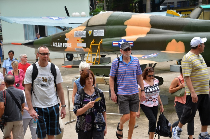 Du khách tham quan Bảo tàng Chứng tích Chiến tranh TP HCMẢnh: TẤN THẠNH