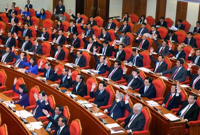 Các đại biểu biểu quyết thông qua chương trình hội nghị. Ảnh: TTXVN