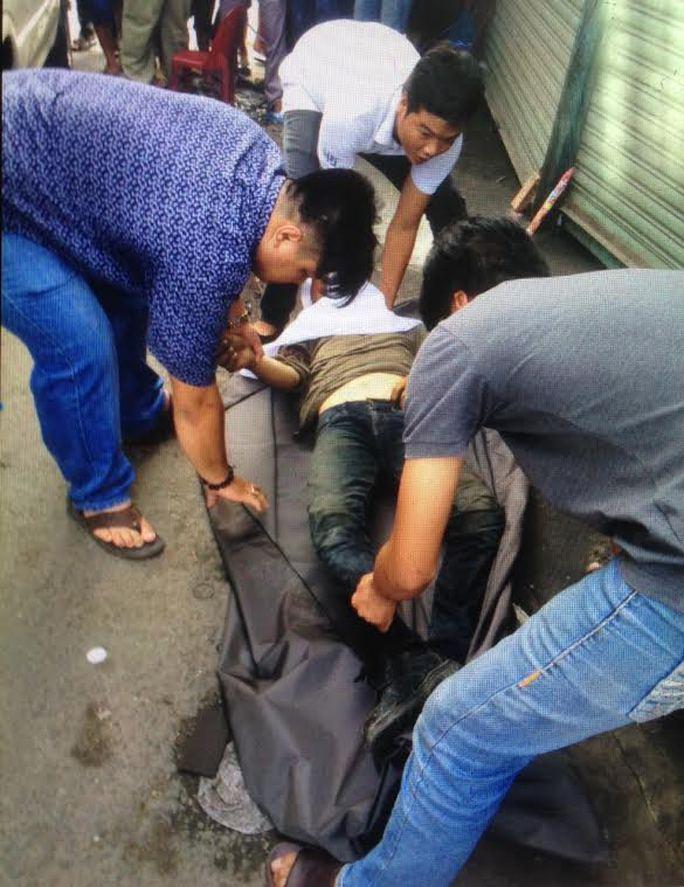 Nam thanh niên bị đánh chết bên vệ đường