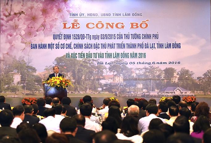 Thủ tướng Nguyễn Xuân Phúc dự hội nghị xúc tiến đầu tư vào tỉnh Lâm Đồng - Ảnh: Đức Hiếu