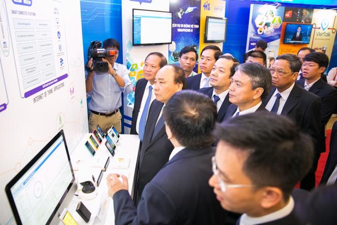 Thủ tướng Nguyễn Xuân Phúc dự lễ khai trương dịch vụ di động vệ tinh VinaPhone-S phủ sóng tất cả các vùng biển đảo