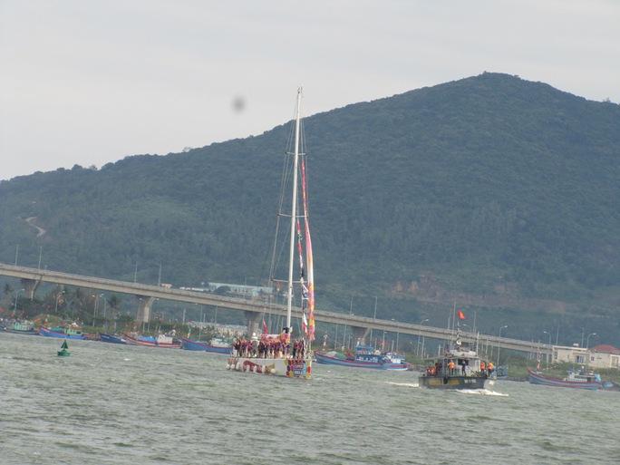 Thuyến buồm vào cảng sông Hàn và sẽ diễu hành trên sông Hàn ngày 25-2