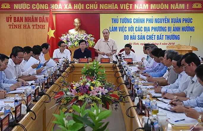 Thủ tướng Chính phủ Nguyễn Xuân Phúc làm việc với các địa phương bị ảnh hưởng do hiện tượng hải sản chết bất thường - Ảnh: VGP