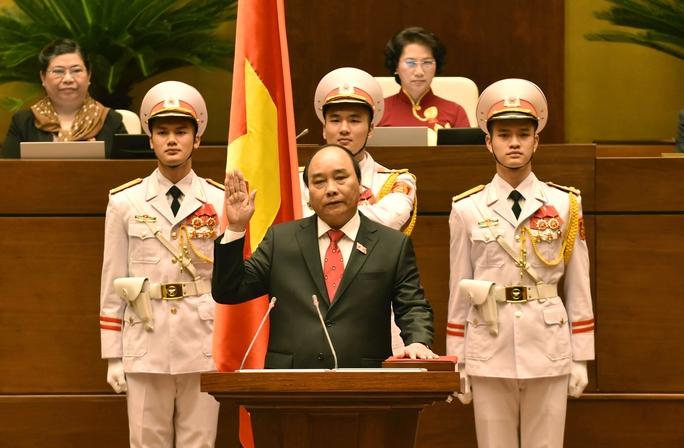 Tân Thủ tướng Nguyễn Xuân Phúc tuyên thệ nhậm chức - Ảnh: Nguyễn Nam