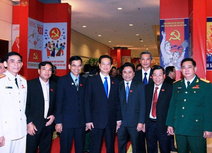 Thủ tướng Nguyễn Tấn Dũng với các đại biểu tham dự Đại hội XII