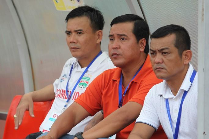hầy trò HLV Nguyễn Thanh Sơn thể hiện quyết tâm lấy lại hình ảnh của nhà đương kim vô địch bằng việc đánh bại Sài Gòn