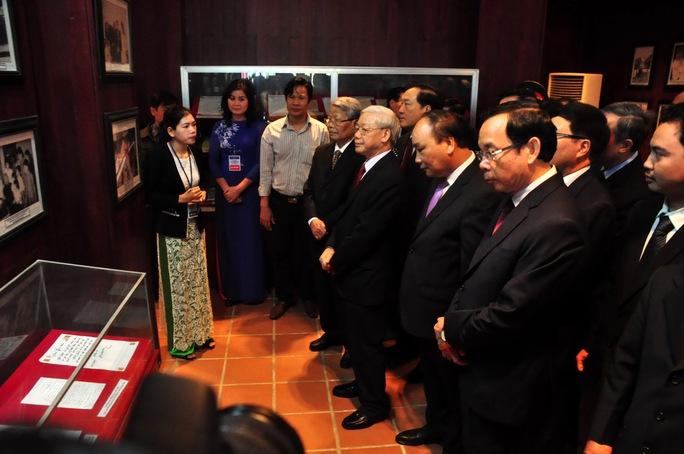 Tổng Bí thư Nguyễn Phú Trọng cùng đoàn công tác tham quan Khu Lưu niệm cố Thủ tướng Phạm Văn Đồng