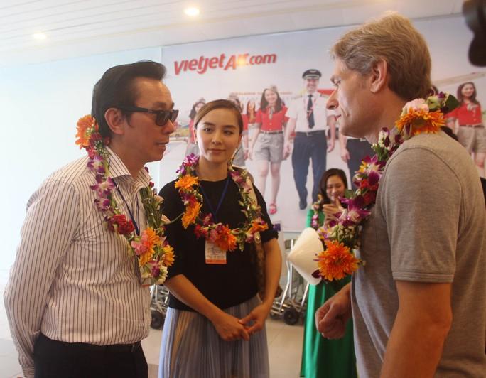 Các đại sứ tham gia chinh phục Sơn Đoòng tại buổi gặp mặt ngày 11-5 ở Quảng Bình