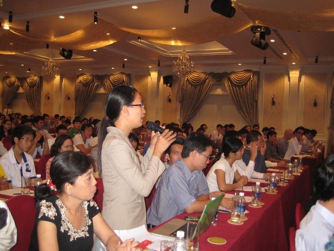 Đại biểu nêu ý kiến tại hội thảo khởi nghiệp do Trung tâm Đào tạo và Hỗ trợ khởi nghiệp - kinh doanh YUP tổ chức
