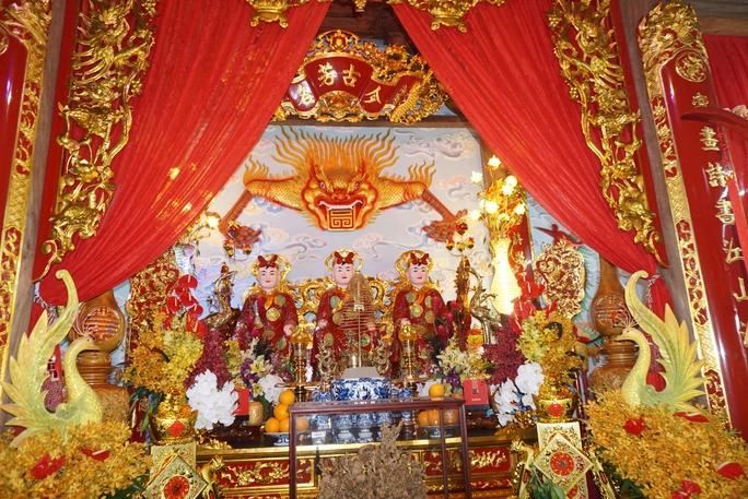 Đền thờ Tổ được thiết kế rất trang trọng
