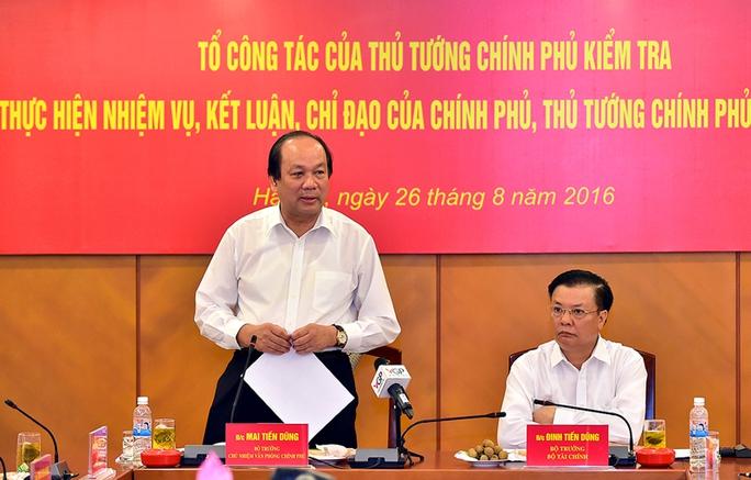 Bộ trưởng, Chủ nhiệm VPCP Mai Tiến Dũng (trái) chia sẻ kinh nghiệp chống doanh nghiệp FDI chuyển giá thì phải có võ - Ảnh: Nhật Bắc