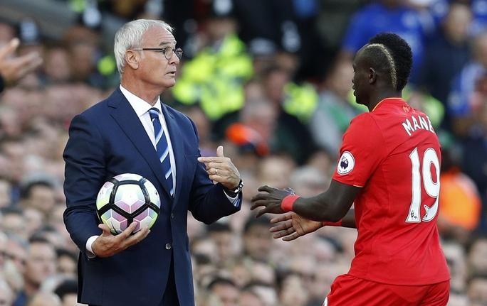 Chiêu trò này cũng được HLV Ranieri của Leicester bắt chước ở trận gặp Liverpool