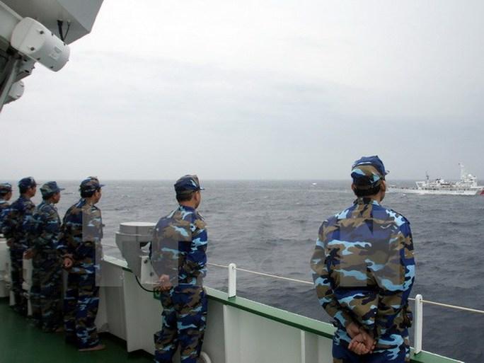 Các chiến sĩ cảnh sát biển Việt Nam trong chuyến tuần tra chung kiểm tra liên hợp nghề cá Vịnh Bắc Bộ Việt Nam-Trung Quốc lần thứ 10 - Ảnh: TTXVN