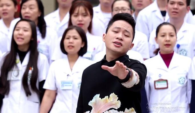 MV được thu hình ngay tại BV Bạch Mai - Ảnh cắt từ clip