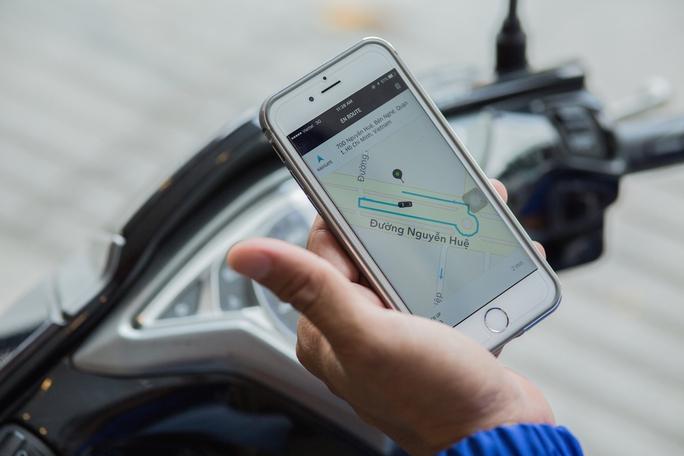 Để sử dụng dịch vụ này khách hàng phải cài đặt phầm mền Uber