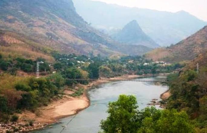 Sông Mã đoạn qua huyện Mường Lát (Thanh Hóa), nơi ông Tú nhảy xuống cứu heo và mất tích