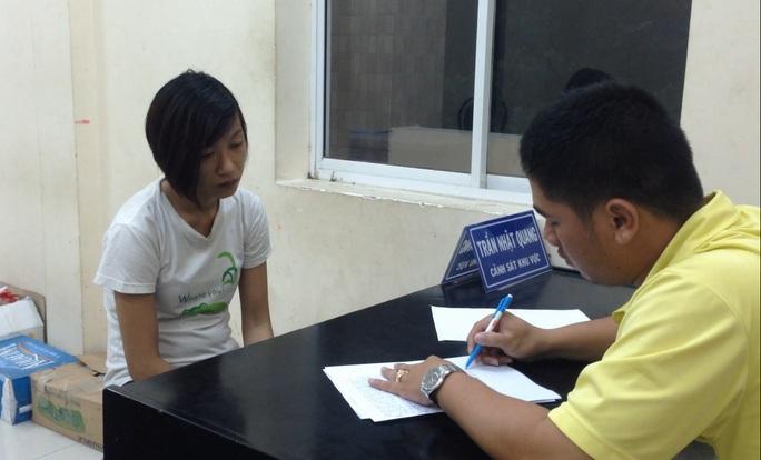 Nữ quái Trần Thị Kim Yến đâm chiến sĩ CSHS bị thương đang làm việc tại cơ quan chức năng.