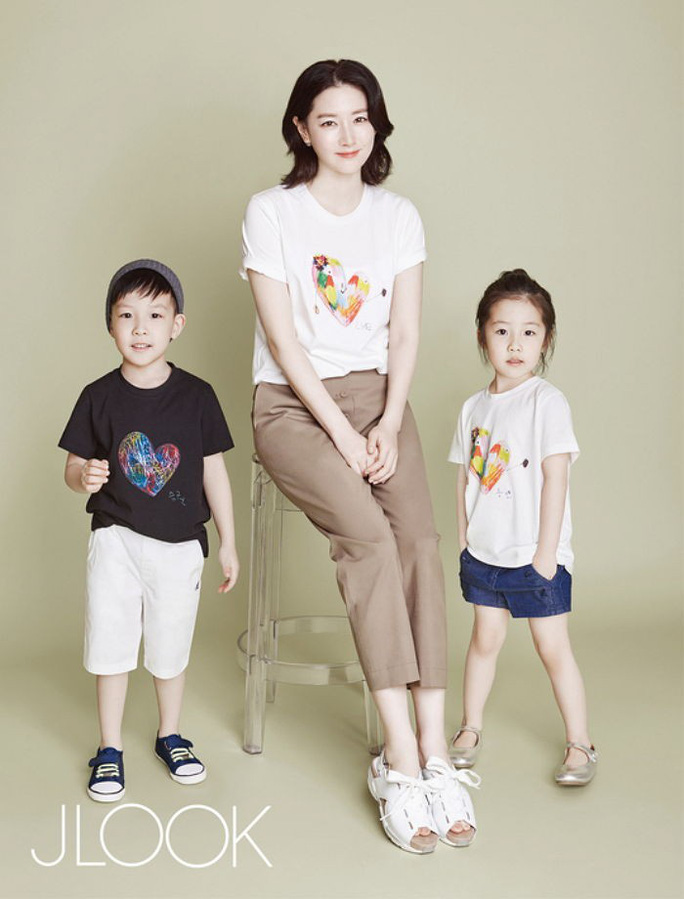 Mẹ con Lee Young Ae