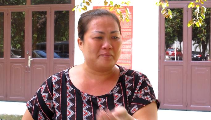 Bị cáo Vân khóc nức sau phiên xử