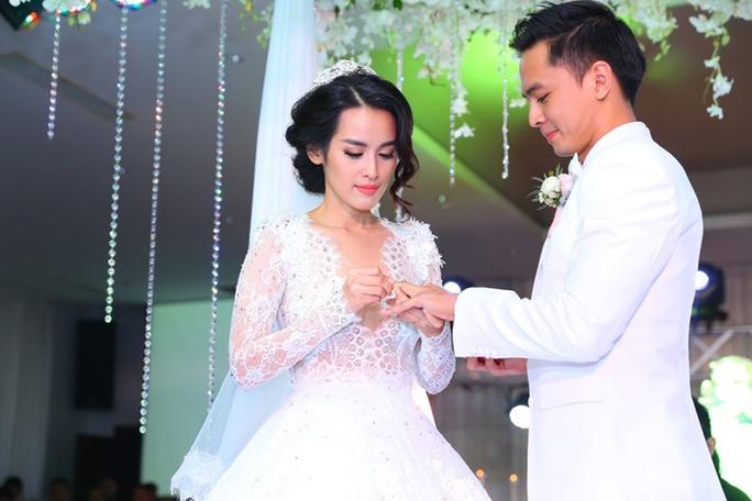Đám cưới của Vân Anh và Tú Vi là một trong những đám cưới thoải mái chia sẻ thông tin, hình ảnh nhất