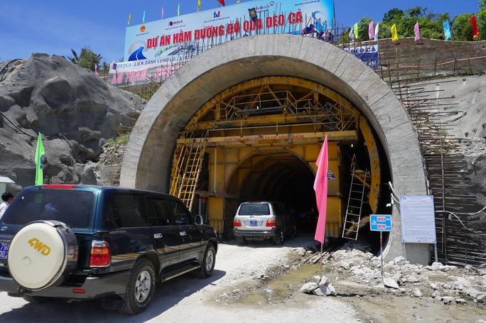 Các xe vào hầm từ thôn Hảo Sơn, xã Hòa Xuân Nam, huyện Đông Hòa, tỉnh Phú Yên