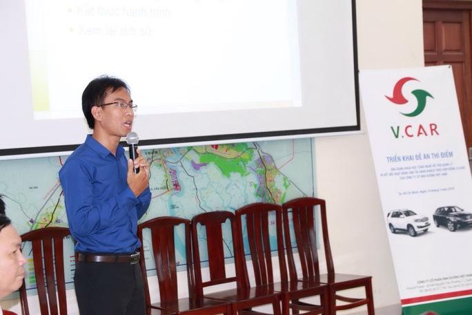 Đại diện Vinasun Corp giới thiệu phần mềm Vinasun App với nhiều tiện ích