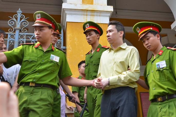 Ông Võ Anh Tuấn (nguyên Phó Giám đốc Ngân hàng Công thương chi nhánh Nhà Bè -Vietinbank Nhà Bè) là nhân vật thứ hai sau Huỳnh Thị Huyền Như, trong vụ lừa đảo chiếm đoạt hàng ngàn tỉ đồng của các tổ chức tín dụng và cá nhân.