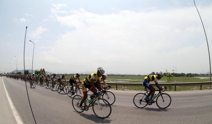 Đoàn đua tiến về quê Bác