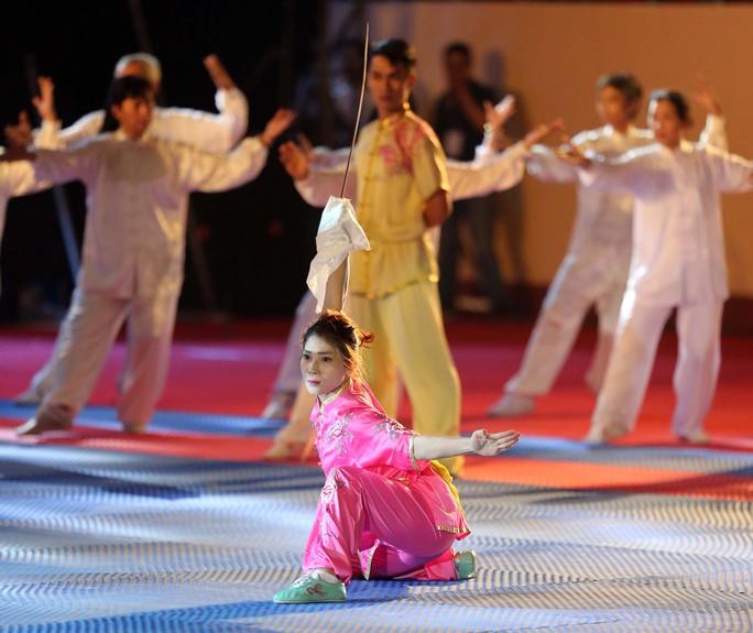 Các nữ võ sĩ wushu nhẹ nhàng và thanh thoát