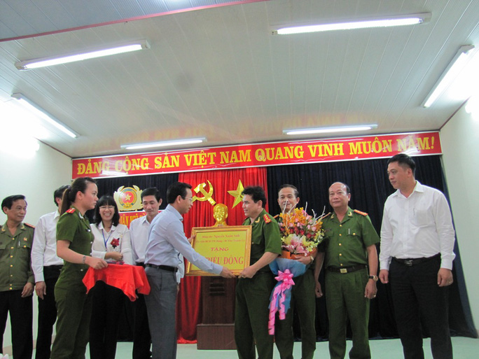 Bí thư Thành ủy Nguyễn Xuân Anh trao thưởng 20 triệu đồng cho ban chuyên án công an quận Ngũ Hành Sơn
