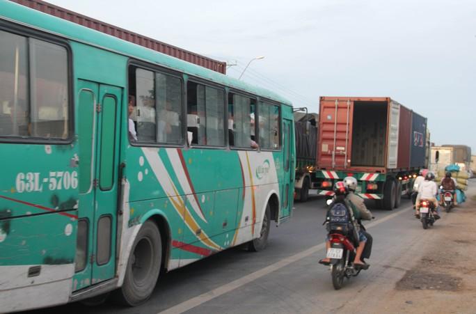 Vụ tai nạn làm giao thông qua tuyến đường này ùn tắc