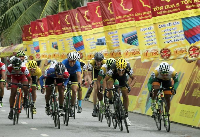 Tay đua Loic (113) bứt phá về nhất chặng 8