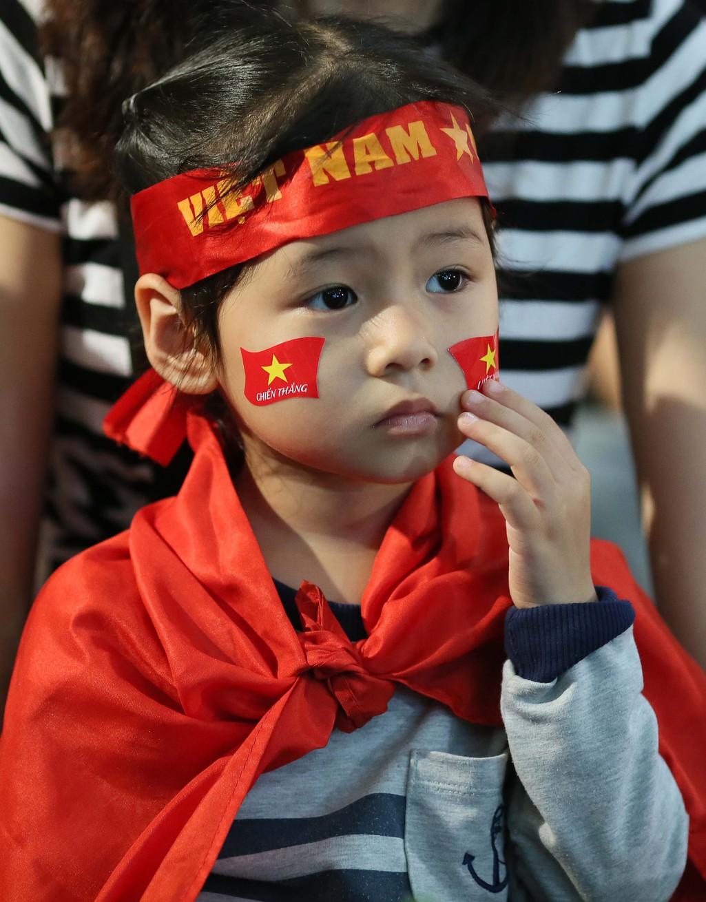 Muôn màu cảm xúc CĐV Việt Nam trong trận hòa Thái Lan - Ảnh 5.