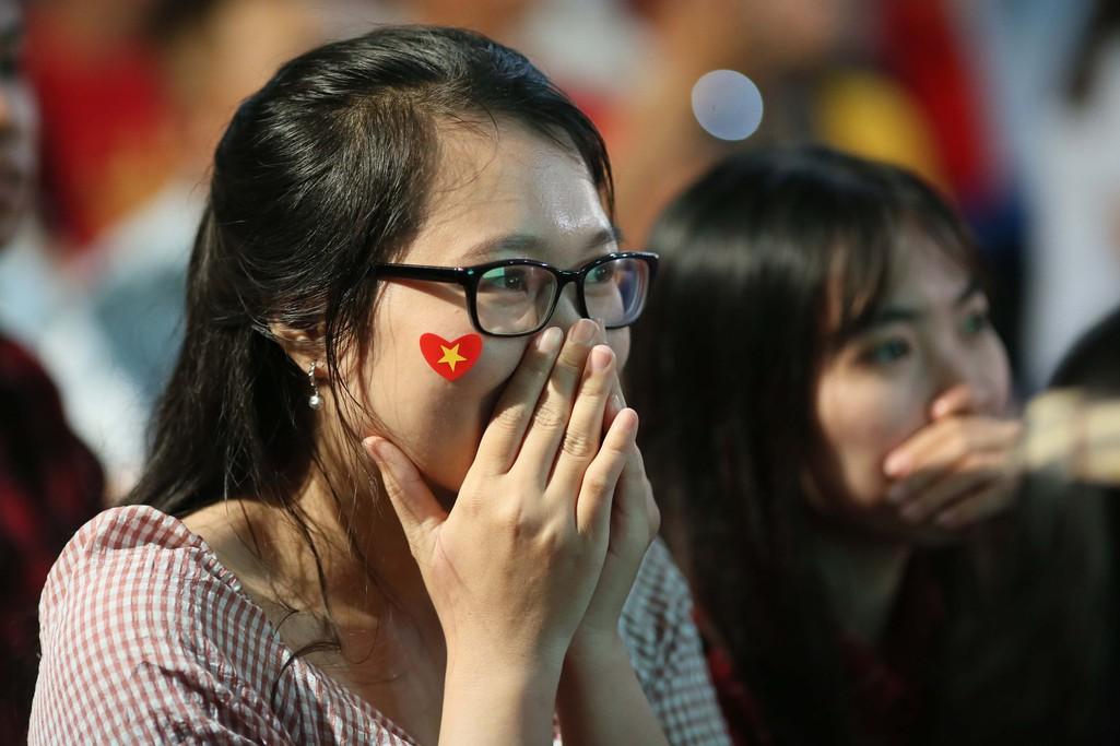 Muôn màu cảm xúc CĐV Việt Nam trong trận hòa Thái Lan - Ảnh 10.