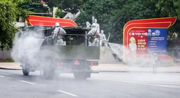 """15 xe đặc chủng """"ra quân"""" phun khử khuẩn ở thành phố Hà Nội"""
