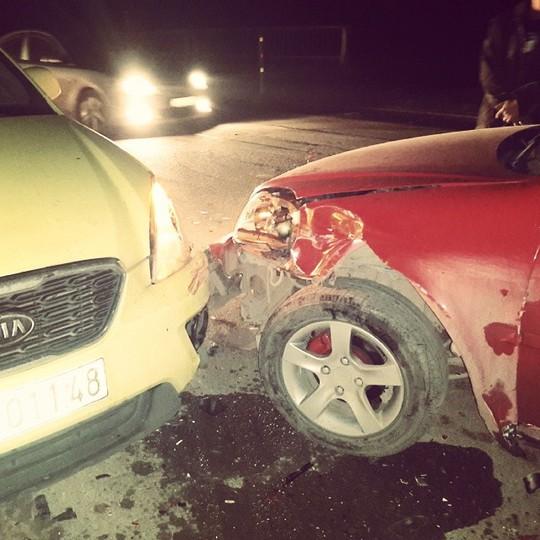 Cận cảnh chiếc xe bị hư hỏng phần đầu được Hoàng Tôn đăng trên Facebook